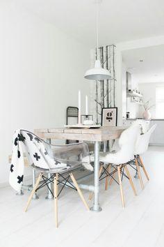 Las sillas Eames lucieran increíbles en cualquier material de mesa para comedor.