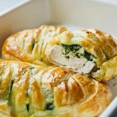 QuchniaKaroli: AteGood u mnie w domu. Pierś z kurczaka w plecionym cieście francuskim ze szpinakiem i serem feta.