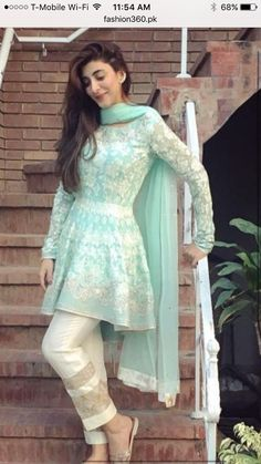 the latest fashion trend in Pakistan 2019 - Pakistani dresses Pakistani Fashion Casual, Pakistani Dresses Casual, Pakistani Dress Design, Indian Fashion, Shadi Dresses, Designer Party Wear Dresses, Kurti Designs Party Wear, Indian Designer Outfits, Indian Outfits
