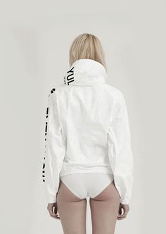 CLASSICS | CITIES SERIES Series with citiesbased on our iconic product – TYVEK® zipped jacket.All cities are selecteddue to relevant world affairs or events important for the UEG brand. It'sthe flagship, the most recognizable and still growing line. Slightly oversized, hooded TYVEK® jacket with a classic UEG cut. It features elasticised cuffs and two patch …