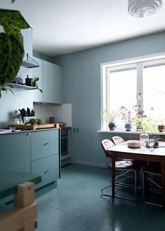 Characterful kitchen in blue and green tints - COCO LAPINE DESIGNCOCO LAPINE DESIGN