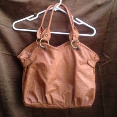 NEW handbag  New ever worn. Has no scratches or stains. Can be used as a shoulder or handbag. Super cute for any simple day outfit  Bags Shoulder Bags