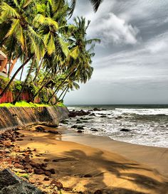White sand, sparkling waters and delicious cuisines; these are at the back of mind of nearly 2 million tourists who hit the coasts of Goa each year. Goa is known for its beautiful beaches and has rightly earned the sobriquet 'Beach Capital of India'. Goa India, Landscape Photography, Travel Photography, Famous Beaches, Incredible India, Amazing Nature, Beach Pictures, India Travel, Beautiful Beaches