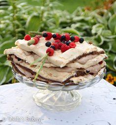 Britakakku - marengue cake with chocolate mousse and fresh berryes. www.tekila.fi