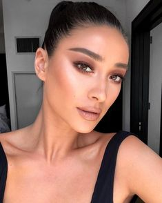 Shay Mitchell makeup look