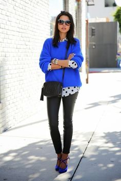 Below we give you some outfit ideas that will inspire you To Wear Cobalt Blue This Fall. Check them out and do not hesitate to copy some of these looks. Blue Sweater Outfit, Royal Blue Sweater, Sweater Outfits, Skinny Leather Pants, Street Style 2014, Street Styles, Leggings, Look Chic, Office Outfits