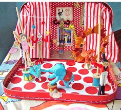 small world land: Traveling Circus in a Suitcase OBSESSED! I will now scheme how to pull those off. Talk about those paper mache animals! Circus Crafts, Circus Art, Circus Theme, Diy For Kids, Crafts For Kids, Diy Crafts, Circo Vintage, Non Toy Gifts, Small World Play