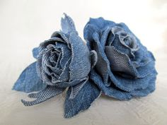 Diy Crafts - VK is the largest European social network with more than 100 million active users. Denim Flowers, Cloth Flowers, Fabric Flowers, Artisanats Denim, Denim Wedding, Diy Bra, Denim And Diamonds, Creative Textiles, Denim Crafts