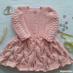 Cardigan crochet for kids video tutorial Knit Baby Sweaters, Knitted Baby Clothes, Crochet Clothes, Baby Cardigan Knitting Pattern, Baby Knitting Patterns, Baby Patterns, Gilet Crochet, Crochet Cardigan, Knitting For Kids