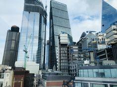 Lloyd's of London, wunderschöne industrial architecture, nicht..? Skyscraper, Multi Story Building, Industrial, London, World, Viajes, Nice Asses, Skyscrapers, Industrial Music