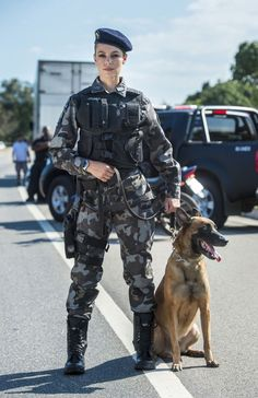 Military Working Dogs, Military Police, Mädchen In Uniform, War Dogs, Warrior Girl, Female Soldier, Military Women, Girls Uniforms, Special Forces