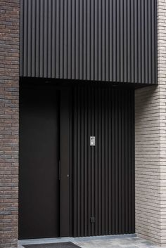 Magnificent ideas to consider Modern Entrance Door, Modern Exterior Doors, Exterior Cladding, House Entrance, Entrance Doors, Metal Cladding, Door Gate Design, Main Door Design, Facade Design