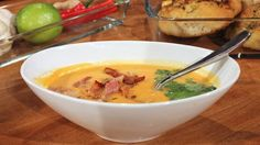 sweet potato soup with ginger, chili, garlic and coconut milk Soup Recipes, Great Recipes, Sweet Potato Soup, Frisk, Meatless Monday, Different Recipes, Coconut Milk, Cheeseburger Chowder, Guacamole