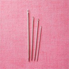 A little primer to the most commonly used hand-sewing needles: how to recognize them and how best to use them. It really does make a difference in the ease and pleasure of embroidering and sewing!