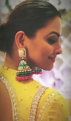 Our Favourite Celebrities Flaunting The Trendiest of Big Earrings! - New Ideas Indian Jewelry Earrings, Indian Jewelry Sets, Jewelry Design Earrings, Indian Wedding Jewelry, Gold Earrings Designs, Big Earrings, Ear Jewelry, India Jewelry, Bridal Jewelry