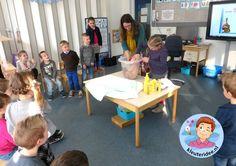 Baby in bad in de klas, kleuteridee.nl,  thema baby voor kleuters
