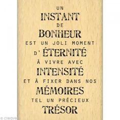 Un instant de bonheur est un joli moment d'éternité à vivre avec intensité et à fixer dans nos mémoires tel un précieux trésor.