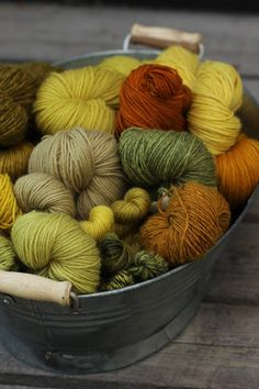 Pujoliivi: Väripatojen äärellä Yarn Inspiration, Modern Love, Yarn Shop, Knitting Yarn, Knitting Projects, Plants, Aesthetics, Ideas, Beautiful Bugs