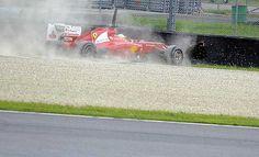 El choque del Ferrari de Alonso contra la barrera