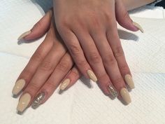 Coffin nails with gel polish by Iris