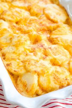 potato recipes These Easy, Cheesy Scalloped Potatoes are smothered in a creamy cheese sauce and baked to perfection. They are sure to be a hit at your holiday feast. Cheesy Scalloped Potatoes Recipe, Easy Cheesy Potatoes, Recipe For Scalloped Potatoes, Cheesey Potatoes Crockpot, Scalloped Potatoes Au Gratin, Cheese Potatoes, Cheese Potato Casserole, Lasagna, Gourmet