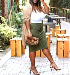 25 Beautiful Plus Size Outfits Ideas For Summer 2020 - Pinmagz Casual Plus Size Outfits, Curvy Girl Outfits, Girls Summer Outfits, Plus Size Dresses, Spring Outfits, Plus Size Summer Fashion, Plus Size Summer Outfit, Plus Size Summer Clothes, Plus Size Herbst