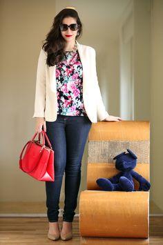 look-do-dia-QG-fhits-SPFW-jeans-skinny-blazer-branco-bolsa-vermelha-coach-camiseta-Fility-estampada-oculos-lema-21-colar-jcrew-mickey-ong-orientavida1 outfit look floral zara