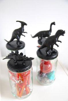 How to make dinosaur topped mason jars with plastic dinosaurs and spray paint. Mason jar craft for kids. Dinosaur Crafts, Dinosaur Party, Dinosaur Birthday, Diy For Kids, Crafts For Kids, Dinosaur Bedroom, Jar Storage, Diy And Crafts, Mason Jars