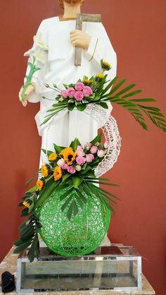 Contemporary Flower Arrangements, Creative Flower Arrangements, Church Flower Arrangements, Floral Arrangements, Altar Flowers, Table Decorations, Floral Designs, Florida, Easter