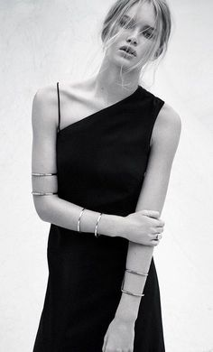 32.4 | Spring 2015 Grunge Fashion, Curvy Fashion, Fashion Black, Minimal Dress, Style Minimaliste, Style Noir, Pants For Women, Clothes For Women, Style Snaps