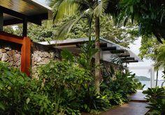 House in Preta Beach by Nitsche Arquitetos Associados