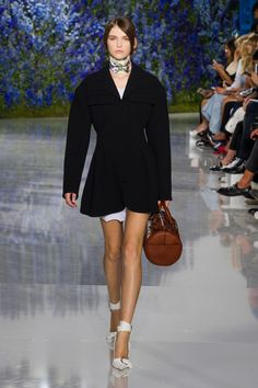 Christian Dior at Paris Fashion Week Spring 2016 - Runway Photos Runway Fashion, Fashion Show, Fashion Design, Paris Fashion, Chanel, Spring Summer 2016, Fall 2016, Mode Style, European Fashion