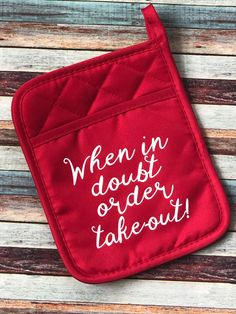 Pocket Hot Pad With Funny Saying- When in doubt order take-out! Small Wood Projects, Vinyl Projects, Circuit Projects, Potpourri, Cricut Tutorials, Cricut Ideas, Funny Aprons, Cricut Vinyl, Cricut Mat