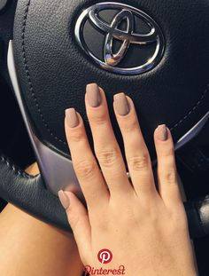 Love the coffin shaped mocha brown nail color #fallnails #nails Love the coffin shaped mocha brown nail color #fallnails #nails
