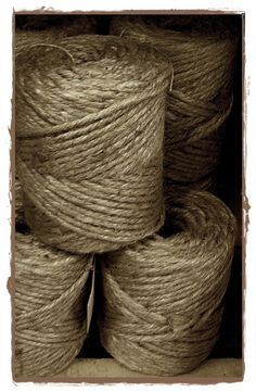 jute is great with kraft paper Wrapping Presents, Brown Paper Packages, Bottle Brush Trees, Soap Packaging, Living Styles, Jute Twine, Natural Colors, Ropes, Kraft Paper