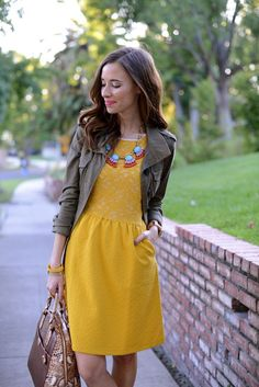 Mustard Dreaming with a great necklace Spring Summer Fashion, Autumn Fashion, Vogue, Look Chic, Party Fashion, Sexy Dresses, Midi Dresses, Passion For Fashion, Dress To Impress