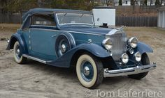 1933 Packard Eight Cabriolet by Graber- Laferriere Classic Cars Vintage Cars, Antique Cars, Mercedes Benz 500, Blue Color Schemes, Most Expensive Car, Best Classic Cars, Thick Leather, New Tricks, Rolls Royce