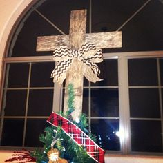 Pallet cross christmas tree topper