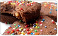 recette biscuits au chocolat Cookies, Desserts, Table, Food, Recipes, Crack Crackers, Tailgate Desserts, Deserts, Eten