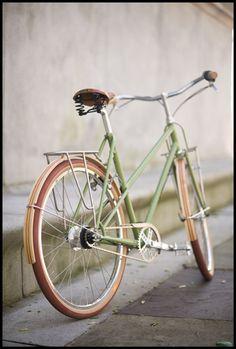 Dynamo pour vélo ancien rétro collection vintage bike bicycle generator droite
