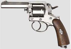 """Gasser """"Poste & Police"""" Calibre: 9 mm (380). Longueur totale: 180 mm. Longueur du canon: 70 mm. Poids à vide: 540 g. Poids chargé: 600 g. Capacité: 6 coups. Pays: Autriche."""