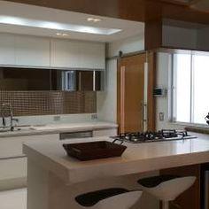 Projeto cozinha integrada ao jantar. Por Lucio Nocito Arquitetura : Adegas Moderno por Lucio Nocito Arquitetura e Design de Interiores