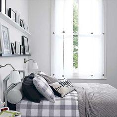 agencement décoration chambre tête de lit étagère blanc gris