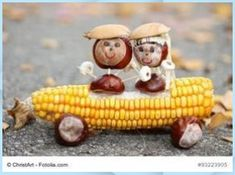 Chestnut couple in a corn cob convertible - handicrafts with children in autumn with oak . Animal Crafts For Kids, Craft Activities For Kids, Preschool Crafts, Diy For Kids, Autumn Crafts, Nature Crafts, Pumpkin Decorating Contest, Paper Flower Patterns, Christmas Crafts To Sell