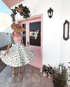 Get the scoop on our Amy skirt via Rockabilly Style, Rockabilly Fashion, Retro Fashion, Vintage Fashion, Cream Vintage Dresses, Old Fashion Image, Girly Outfits, Vintage Outfits, Unique Vintage