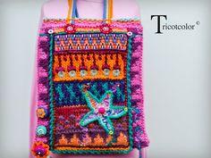Sac tricoté en pure laine avec frise brodée et fleure tricotée - Tricotcolor