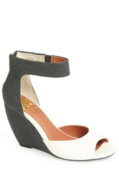 loving these colorblock wedges http://rstyle.me/n/mbi8zr9te