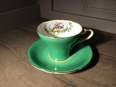 Vintage Ainsley green porcelain teacup with saucer, beautiful gift or addition to your collection>  Ainsley trademark cup>  Green and white design ,with a bird painted inside the cup>  One tiny chip(see photo)>  Made in England  Please note that colours might be slightly different then in the photo Victoria Robinson, Concrete Table, China Porcelain, Vintage Green, Teacup, Vintage Items, English, Colours, Jade Green