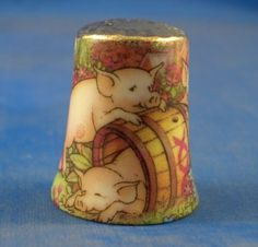 Porcelaine Cochon dé à coudre de collection en or et corps