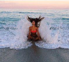 Beach Poses - Fushion News Beach Photography Poses, Beach Poses, Summer Photography, Creative Photography, Newborn Photography, Portrait Photography, Levitation Photography, Exposure Photography, Poses Photo